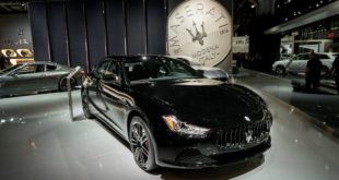 Maserati-at-NYIAS-2017-Ghibli-Nerissimo-edition-2-830x460